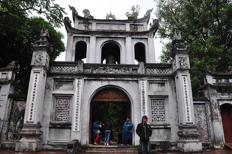 Świątynia Literatury - biała brama