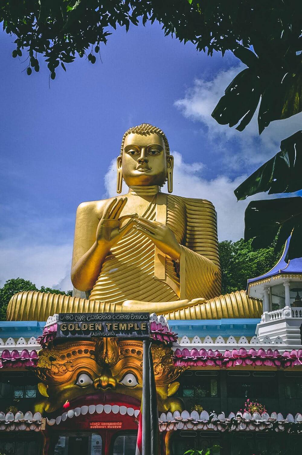 Złoty budda Sri Lanka
