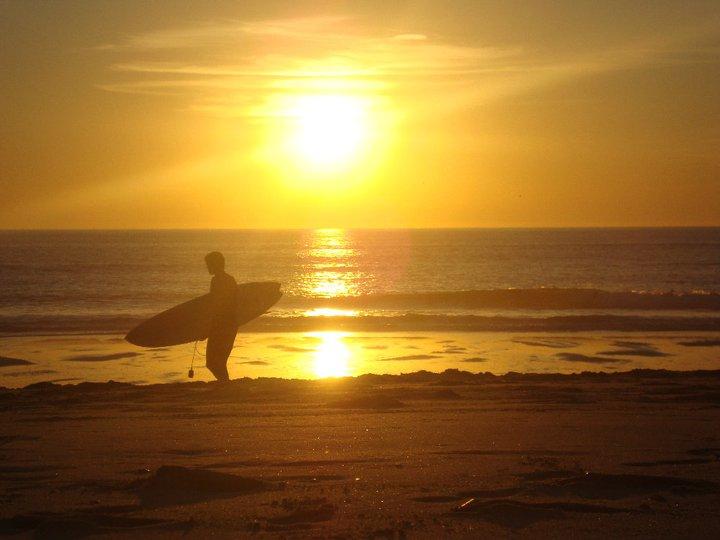 Lizbona -Surfer o zachodzie słońca