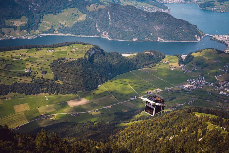 szwajcarski szczyt Stanserhorn - widok z kolejki