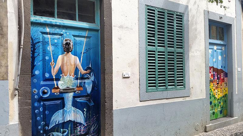 Madera - Funchal Rua de santa maria - kolorowe drzwi