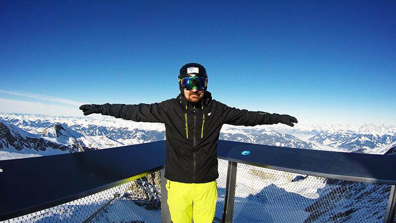 Artur na szczycie lodowca w Austrii