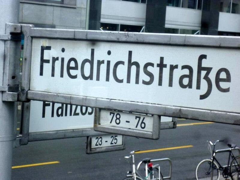 Friedrichstrasse znak