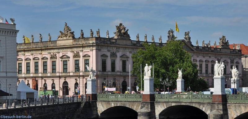 Berlin post na Unter den Linden i Zeughaus