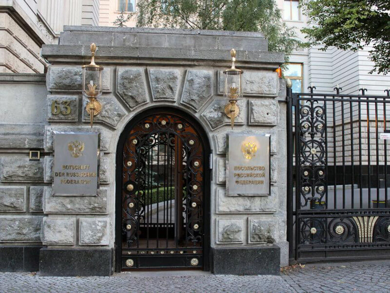 Wejście do ambasady rosyjskiej w Berlinie