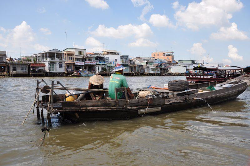 Jak Wietnamczycy żyją na łodzi