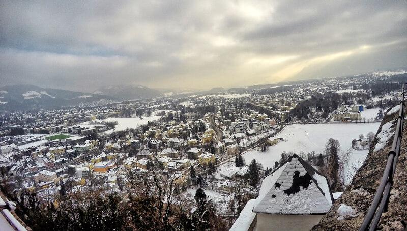 Zamek Salzburg - zwiedzanie widok na Alpy