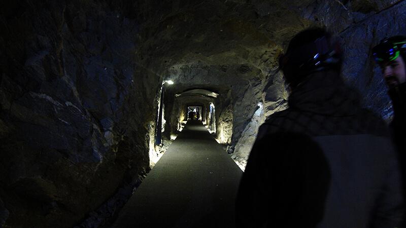 Jaskinia na szczycie lodowca Kitzeinhorn Austria