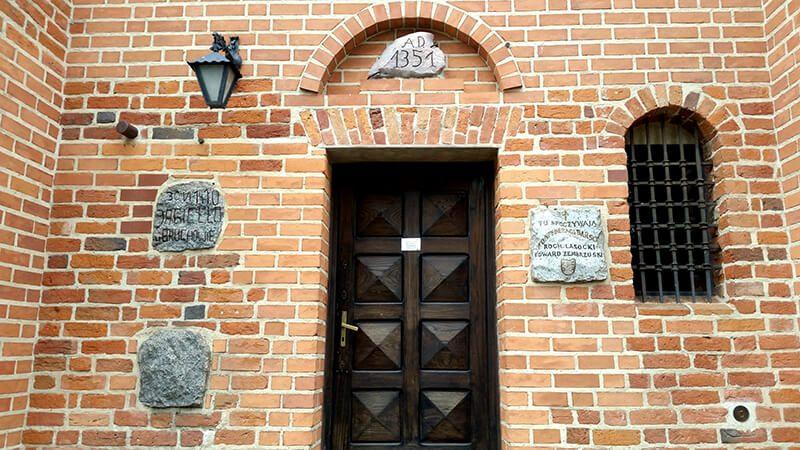 Kościół w Brochowie - fasada