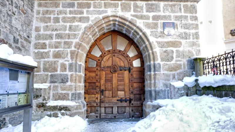 Drzwi kościoła - Zell am See zwiedzanie