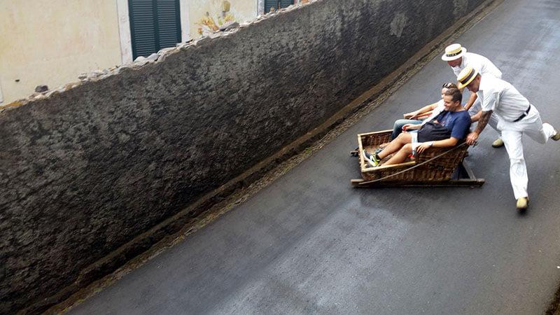 Zjazd saniami tobago monte - madera