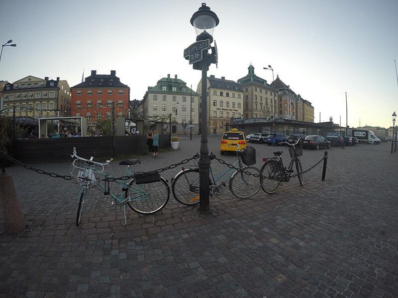 knajpy przy bulwarach przy Galmas Stan Sztokholm