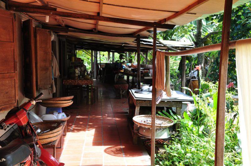 Wejście do wietnamskiej chaty - delta mekongu