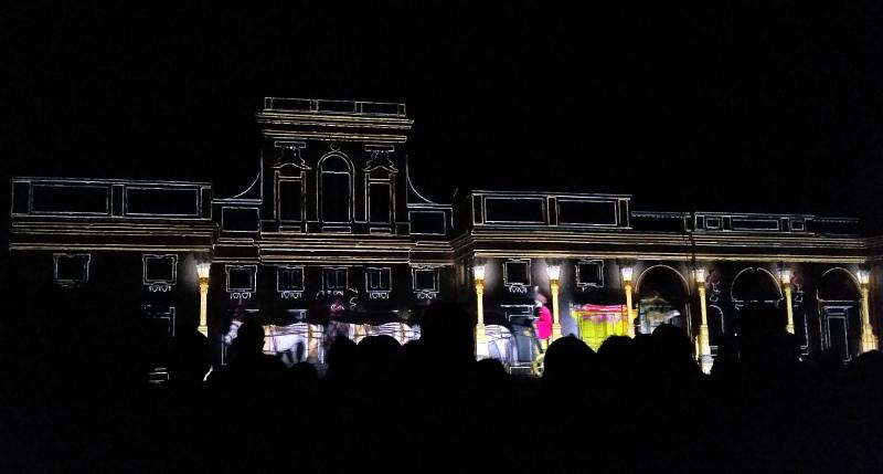 Pokaz świateł w Wilanowie - animacje na pałacu