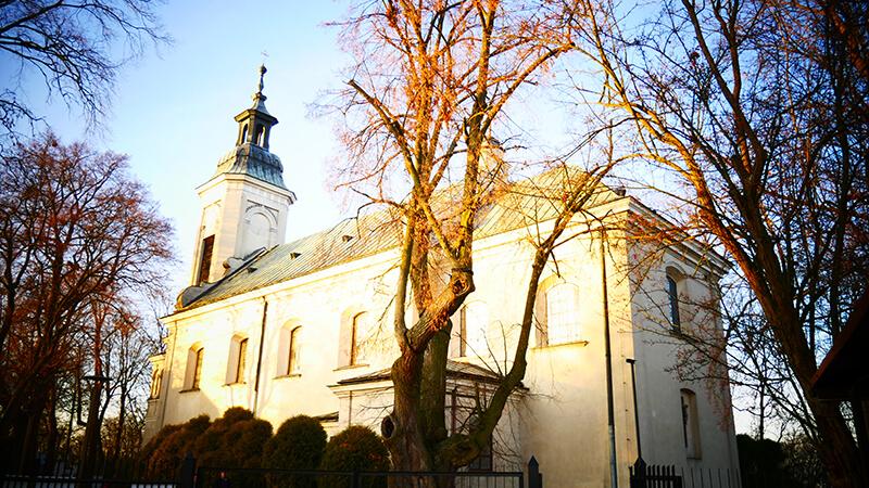 Kościół przy ruinach zamku w Czersku