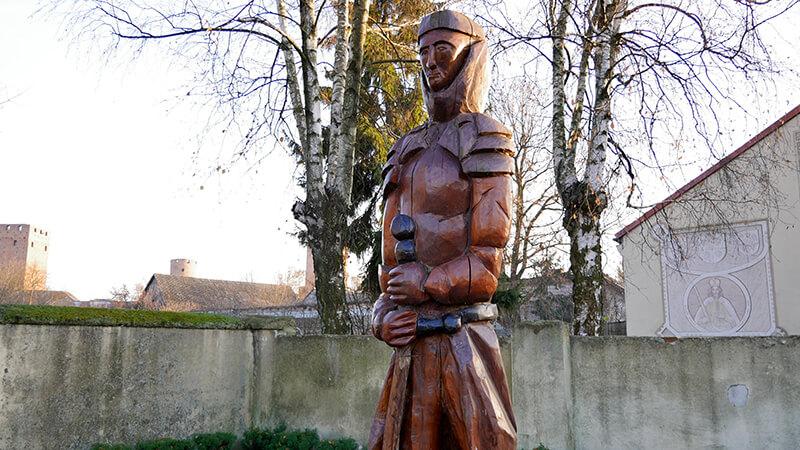 Zamek w Czersku - posąg