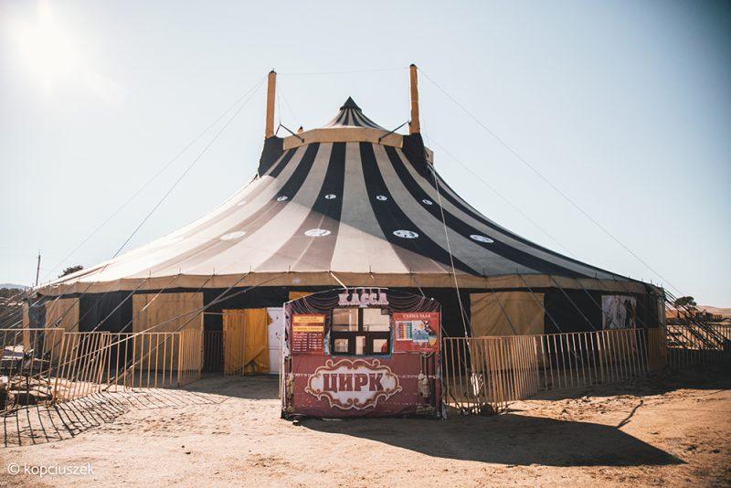 namiot cyrkowy na wyspie olchon