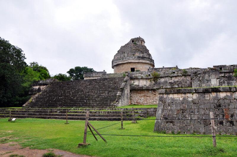 zwiedzanie-piramidy-majow