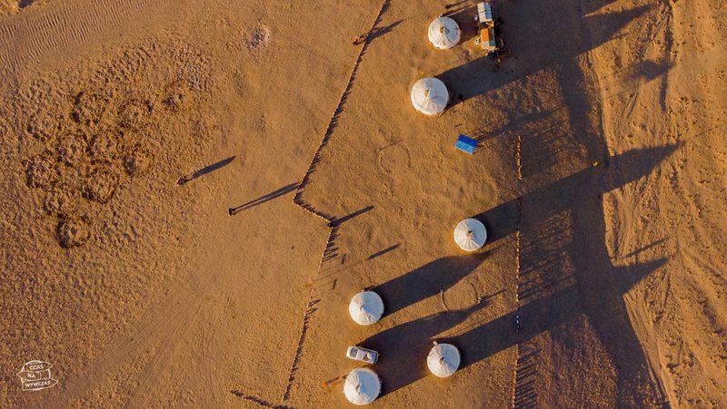 jurty na pustyni gobi -Mongolia