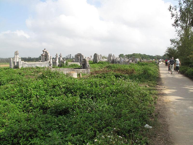 Groby w szczerym polu - Wietnam