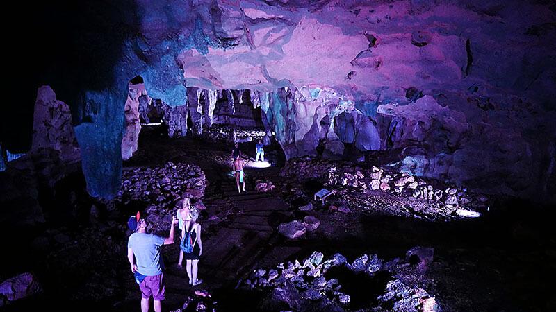 Grutas Loltun - zwiedzanie kolorowych jaskiń w Meksyku