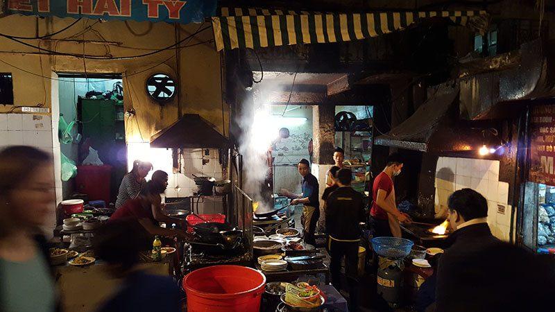 Otwarta kuchnia na ulicy Hanoi