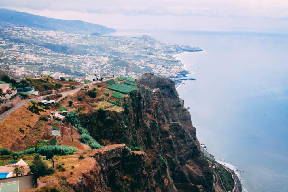 widok z klifu Cabo Girao na Maderze