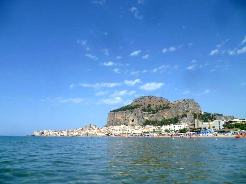 Cefalu - włoskie miasto na Sycylii