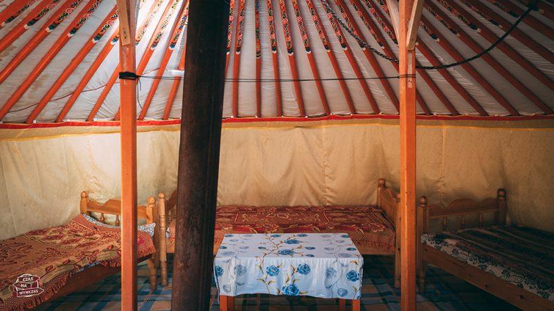 wnętrze mongolskiej jurty