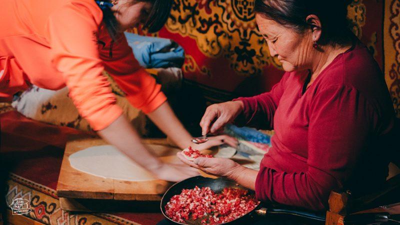 mongolska kuchnia - tradycyjne jedzenie