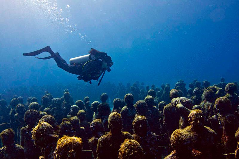 MUSA- podwodne muzeum w Meksyku - nurek