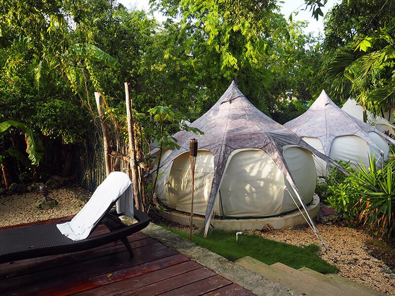 nocowanie w namiotach - Tulum