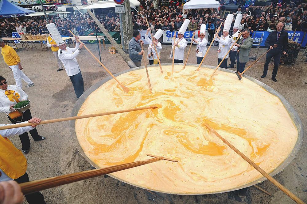 Gigantyczny wielkanocny Omlet