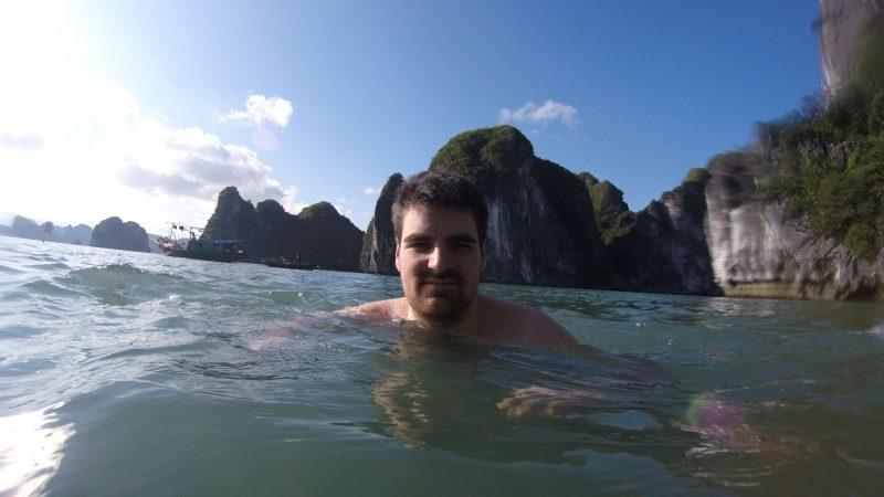 Kąpiel w zatoce Ha Long