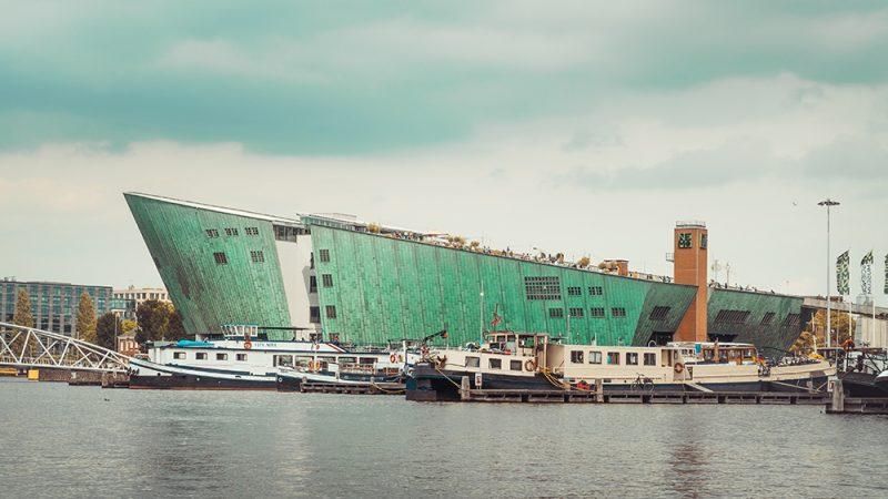Rejs po kanałach w Amsterdamie