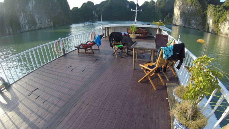 Górny taras an statku - zatoka Ha Long