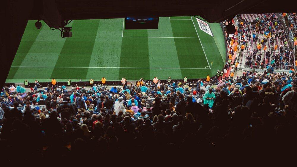 fani-na-stadionie