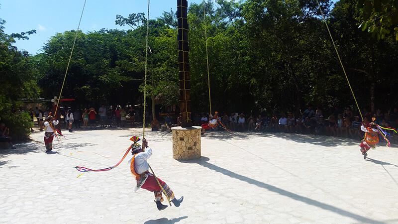 Taniec Majów w parku Xcaret