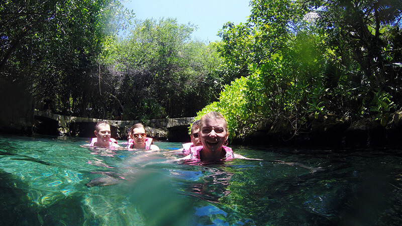 Atrakcje wodne w parku Xcaret Meksyk