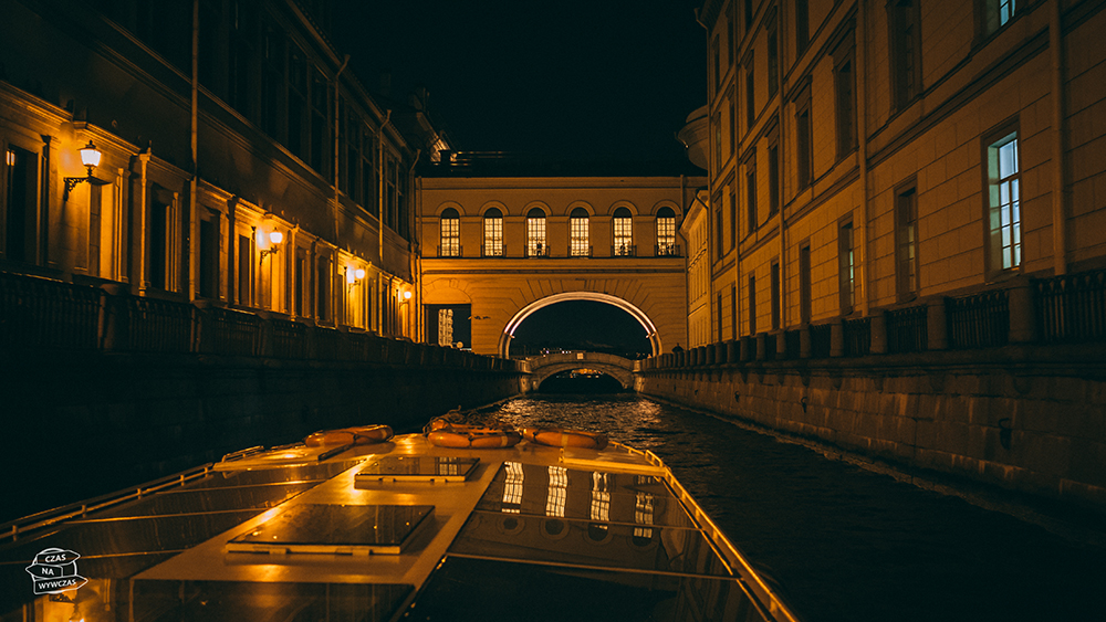 Nocny rejs statkiem po Petersburgu