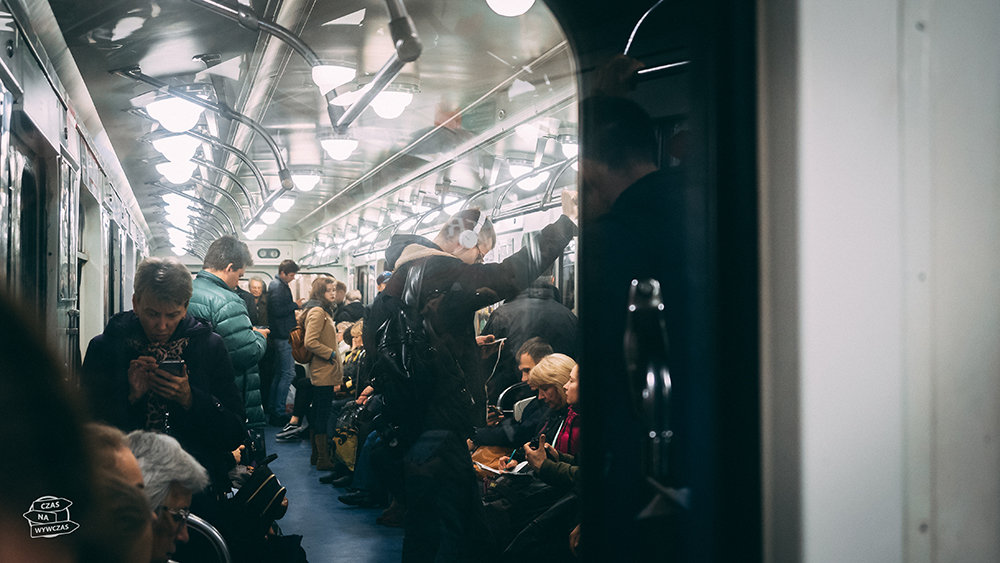 Ludzie w metrze w rosji