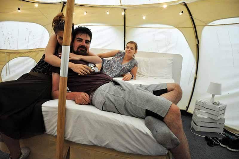 ekipa w namiocie - Tulum nocleg