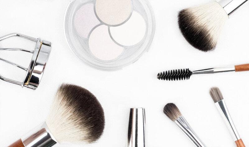 Jakie kosmetyki spakować na wakacje
