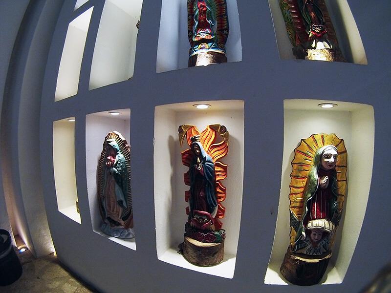 rzeźby w kościele Xcaret Meksyk