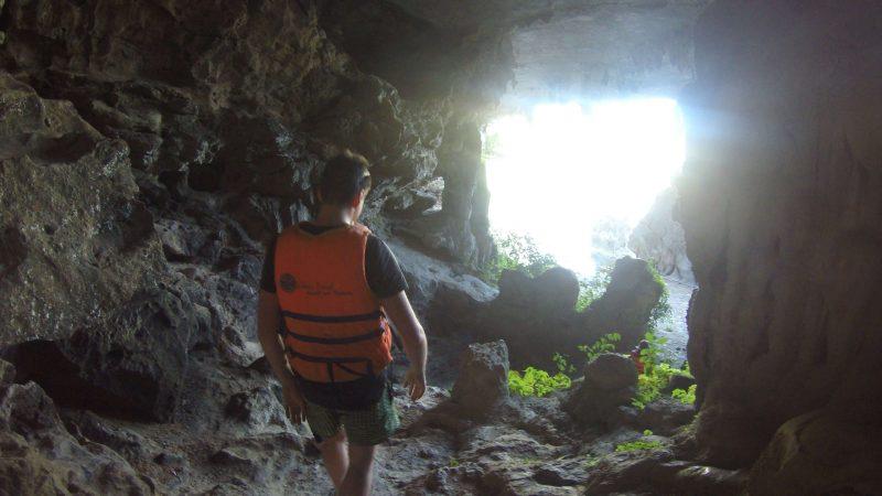 Jaskinie na zatoce Ha Long